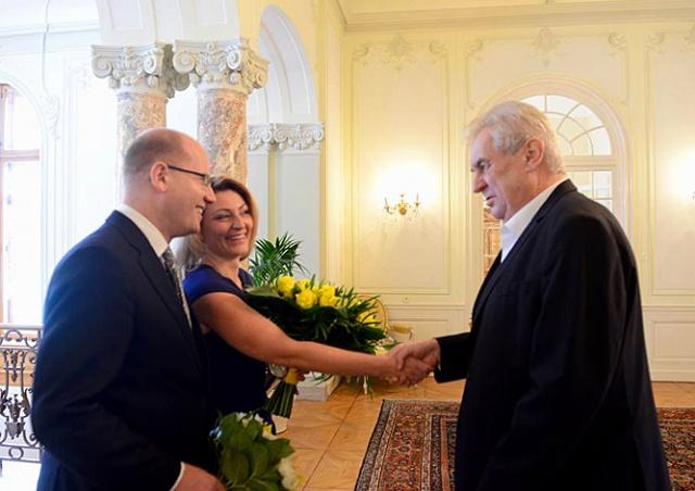 Премьер-министр Чехии объявил о разводе с женой