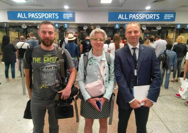 Первые «безвизовые» украинцы прибыли в Прагу