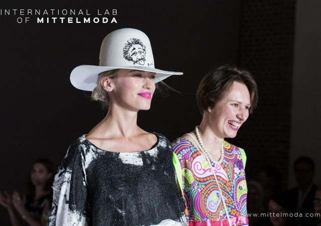 Чешский модельер получила награду в Милане за коллекцию из отходов