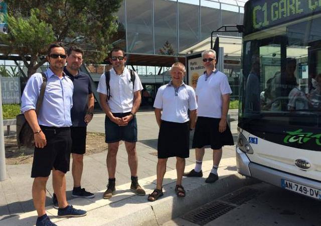 Во Франции водители автобусов из-за жары надели юбки