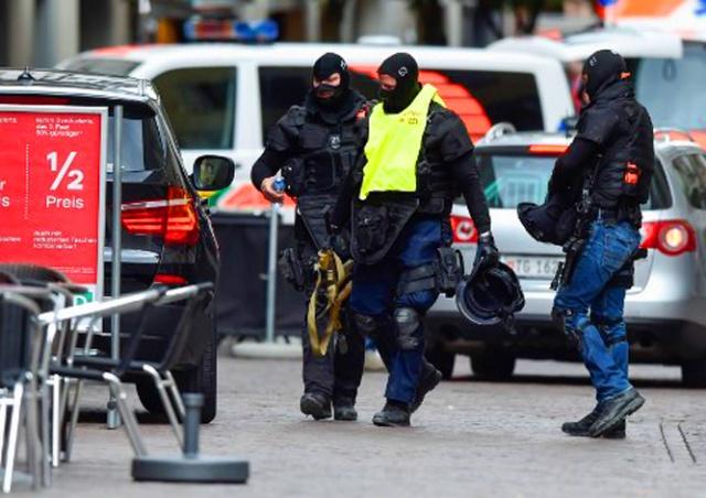 Мужчина с бензопилой напал на прохожих в Швейцарии
