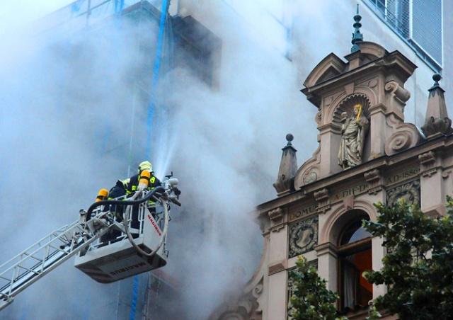 В центре Праги горел отель: видео