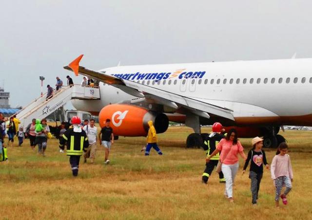 Самолет чешской Smart Wings выкатился за пределы ВПП в Болгарии: видео