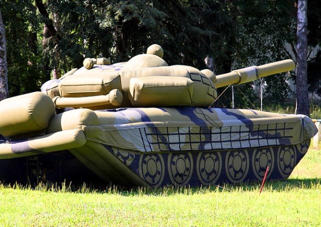 Чехии предложили обзавестись «надувной армией»