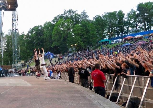 Иностранец устроил стрельбу на рок-фестивале в Чехии