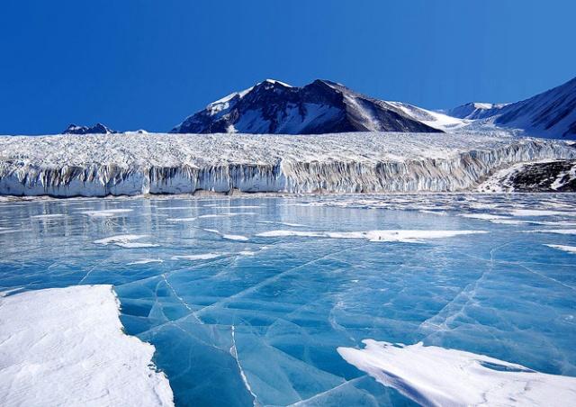 Ученые обнаружили подо льдами Антарктиды более 90 вулканов
