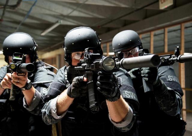 В США спецназ застрелил женщину, угрожавшую покончить с собой