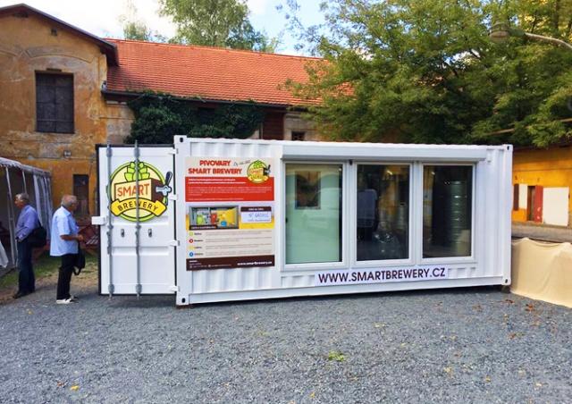 В Чехии представили мобильную мини-пивоварню в контейнере
