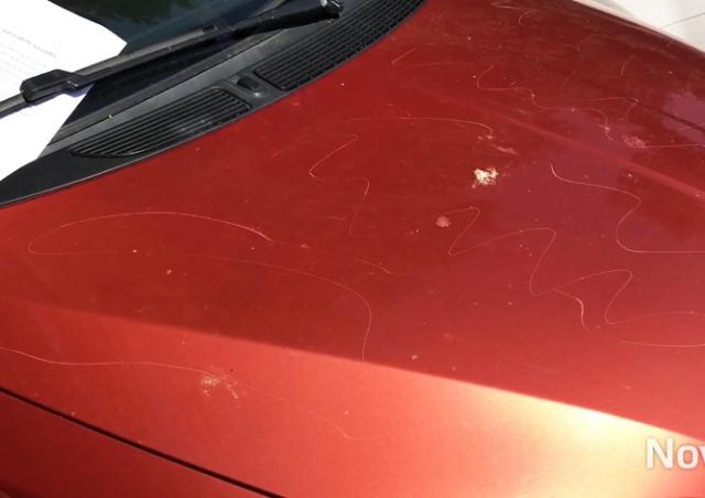 В Праге неизвестный за ночь поцарапал 43 автомобиля