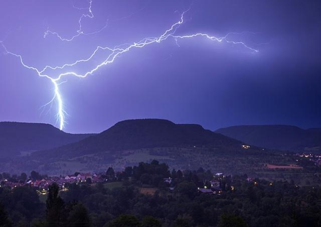 От удара молнии в Чехии пострадали четыре человека