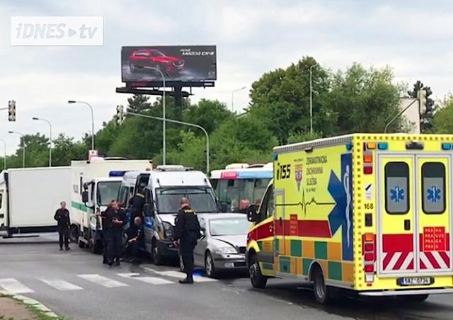 В Праге полицейские устроили массовое ДТП: 11 пострадавших