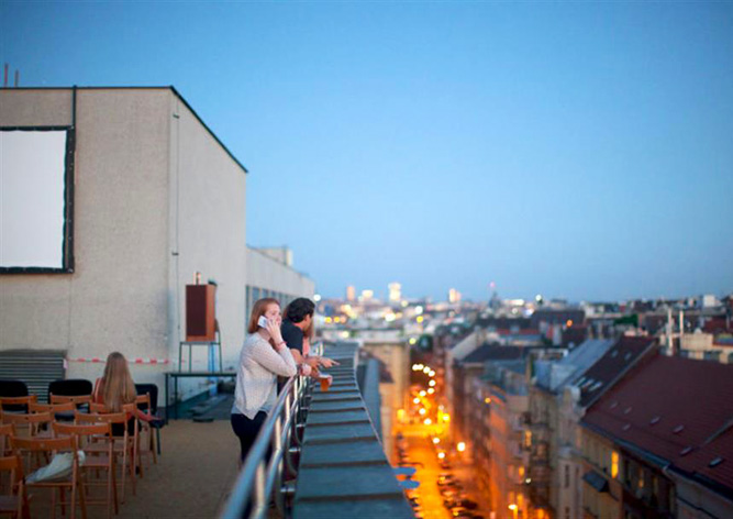 В Праге вновь открылся кинотеатр на крыше