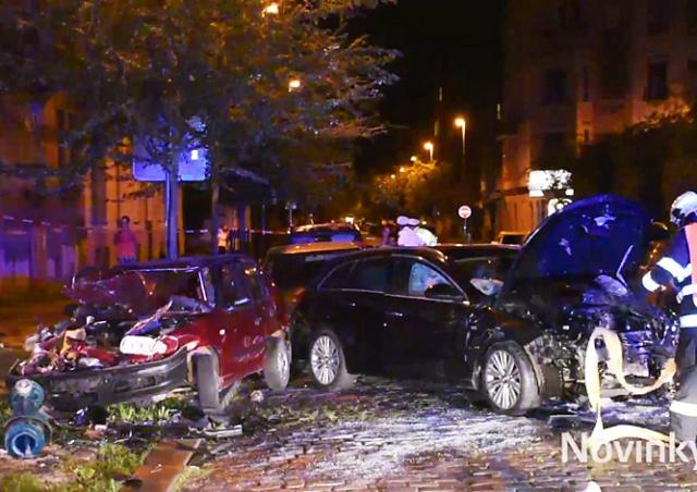 В Праге водитель врезался в шесть припаркованных авто: видео