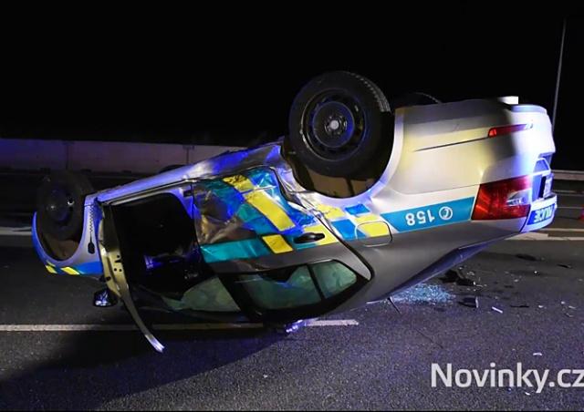 В Праге водитель врезался в стоявшую полицейскую машину