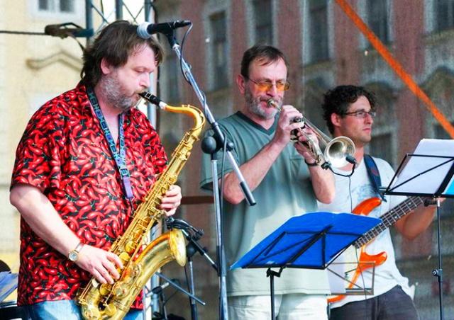 Пражан пригласили бесплатно послушать джаз на Староместской площади