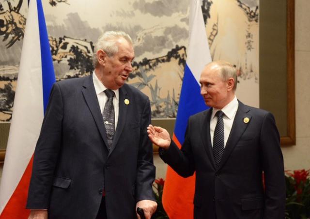 Путин поздравил Земана с переизбранием на пост президента Чехии