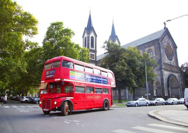 Пражан пригласили прокатиться на двухэтажном лондонском автобусе