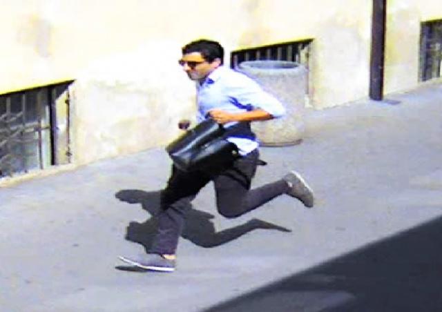 В Праге разыскивают дерзкого грабителя: видео