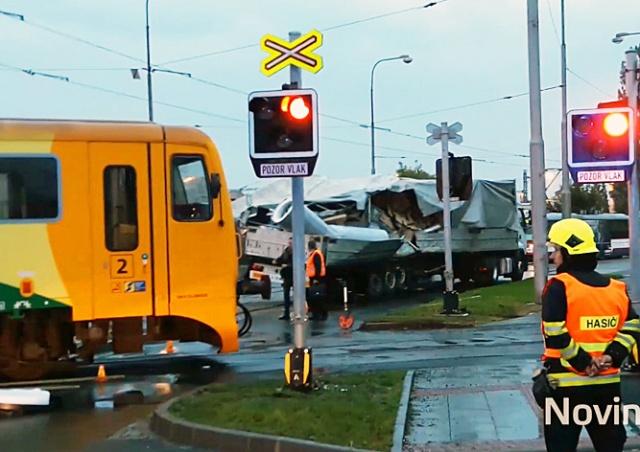 В Чехии поезд столкнулся с фурой: 9 пострадавших