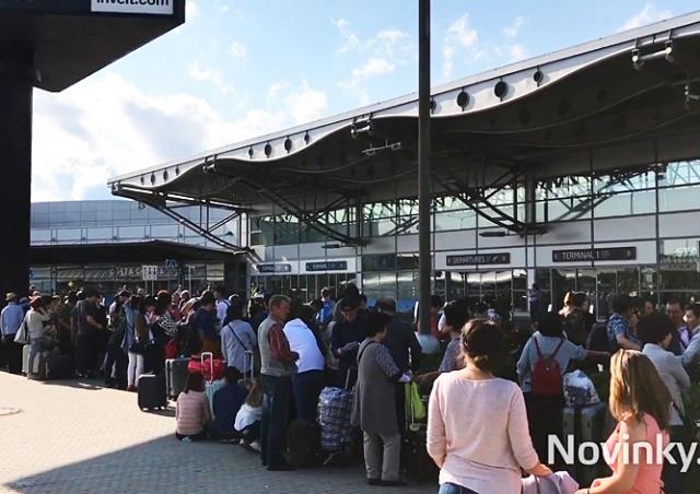 Аэропорт Праги эвакуировали из-за подозрительного предмета