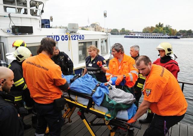 Известный актер упал в реку с Карлова моста Праги