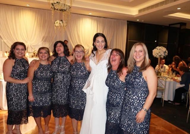 Кошмар на свадьбе: шесть девушек случайно пришли в одинаковых платьях