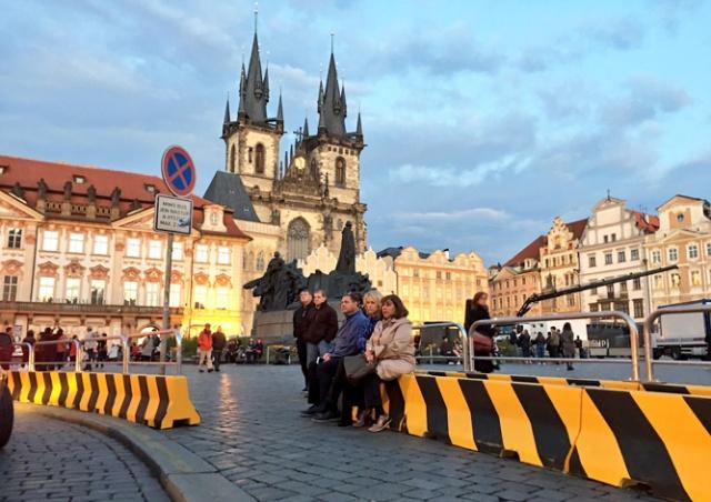 На Староместской площади Праги установили бетонные заграждения