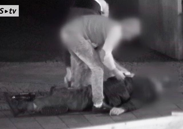 В Чехии иностранцы избили и ограбили пенсионера: видео