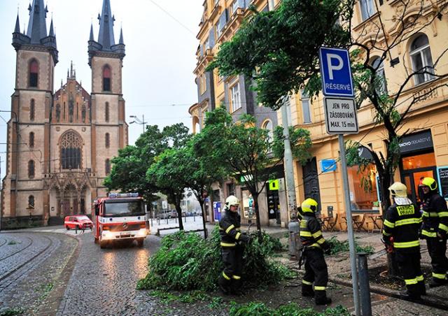 Два человека стали жертвами урагана в Чехии