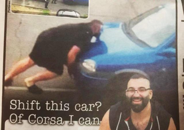 Культурист голыми руками убрал с дороги мешавшую ему машину: видео