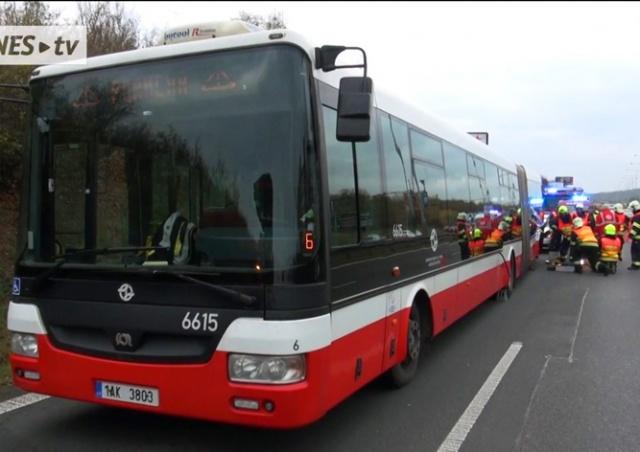 В Праге у автобуса на ходу отвалилось колесо