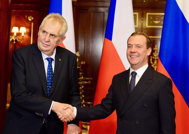 Медведев открестился от статьи «Звезды» о вторжении в Чехословакию