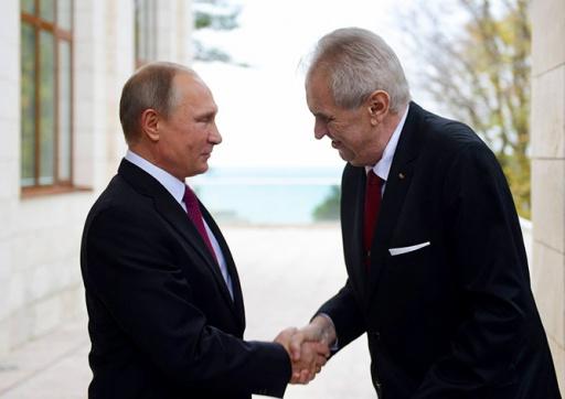 Путин пообещал Земану прямые поставки вакцины «Спутник V»