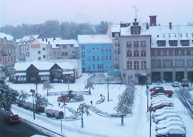 Запад Чехии засыпало снегом: видео