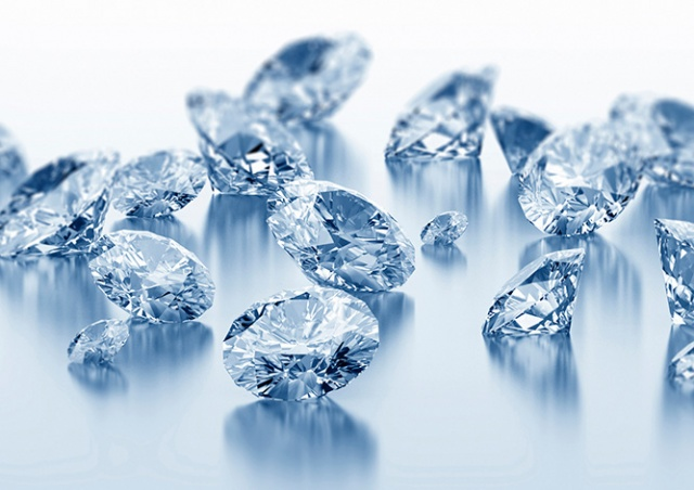 В Праге прохожий нашел на улице сейф с бриллиантами