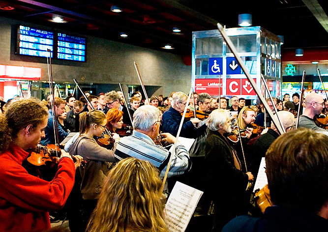 На Главном вокзале Праги бесплатно сыграют «Чешскую рождественскую мессу»