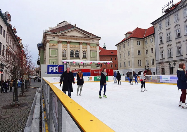 В центре Праги вновь откроют бесплатный каток
