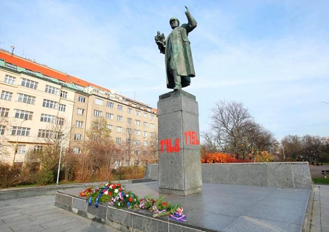 Вандал вмешался в спор вокруг памятника маршалу Коневу в Праге