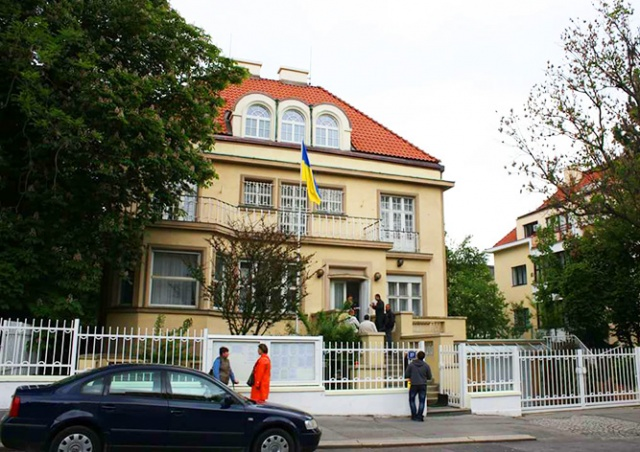 Консульство Украины в Праге открывает онлайн-запись на прием