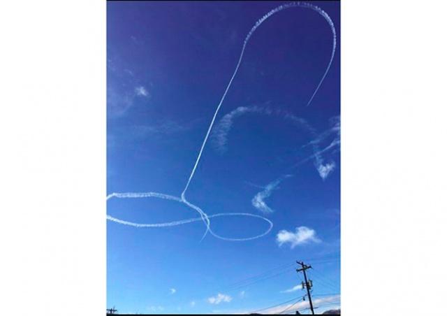 Американский истребитель на учениях нарисовал в небе пенис