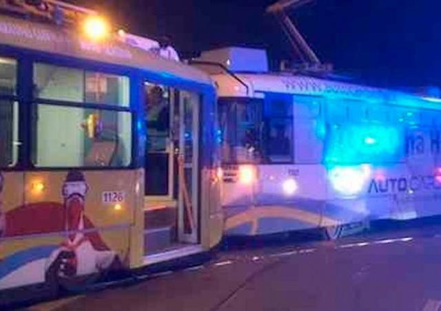 Лобовое столкновение трамваев произошло в Чехии: 10 пострадавших