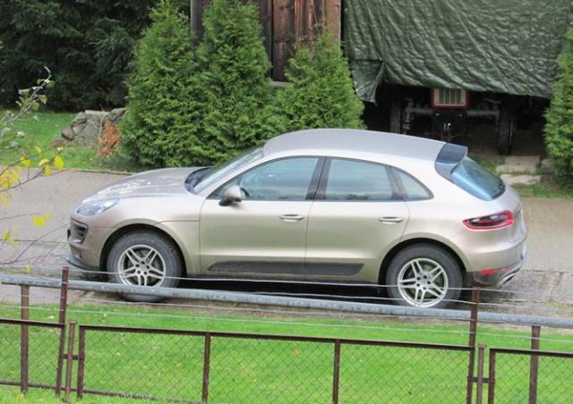 Разгневанные прихожане вынудили польского священника продать свой Porsche