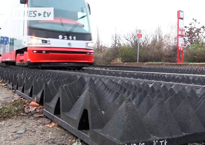 Пражан отучат перебегать трамвайные пути в неположенном месте