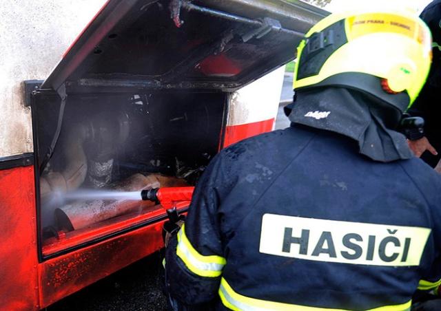 В Праге на ходу загорелся городской автобус