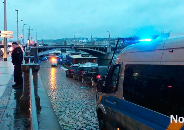 В реке в центре Праги обнаружили артиллерийский снаряд