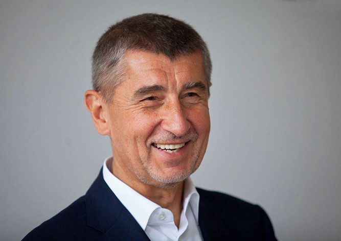 Чешского премьера лишили депутатской неприкосновенности