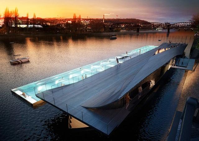 В центре Праги появится уникальный плавучий бассейн