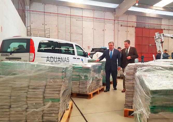 Полиция Испании нашла в ящиках с бананами кокаин на €210 млн