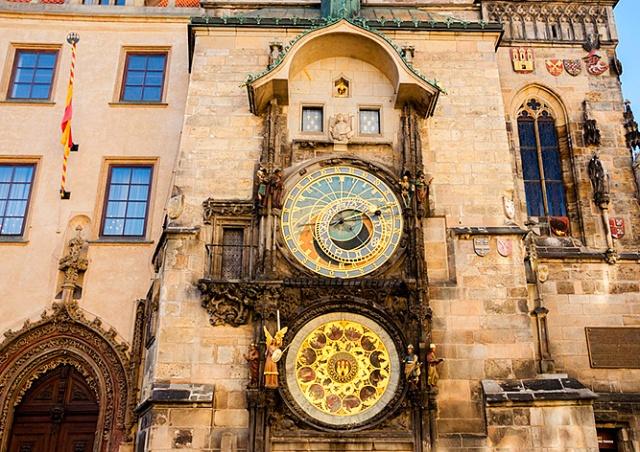 Прага на полгода осталась без знаменитого орлоя: видео