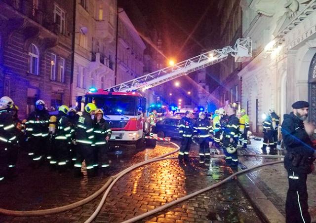 В центре Праги горел отель: есть жертвы